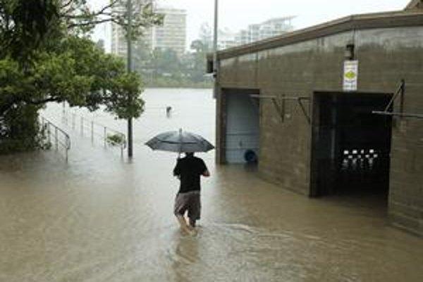 V dvojmiliónovom Brisbane ohrozujú povodne zhruba dvestotisíc ľudí.