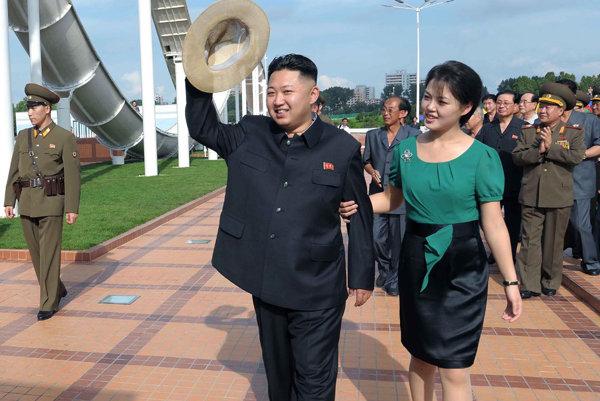Kim Čong-un so svojou manželkou Ri Sol-ču.