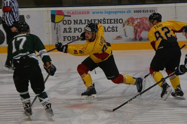 Topoľčany strelili N. Zámkom B deväť gólov.