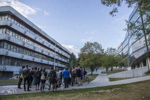 Postavila sa len časť univerzitného mestečka podľa pôvodného projektu Vladimíra Dedečka.