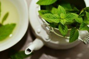 Mätový čaj sa tradične používa na zmiernenie problémov tráviaceho traktu. Štúdie zistili, že látky z mäty piepornej môžu pomôcť zmierniť nevoľnosť, kŕče a bolesť brucha.