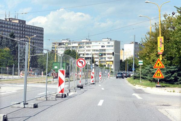 Rekonštrukcia Tr. SNP si vyžiadala viaceré dopravné obmedzenia.