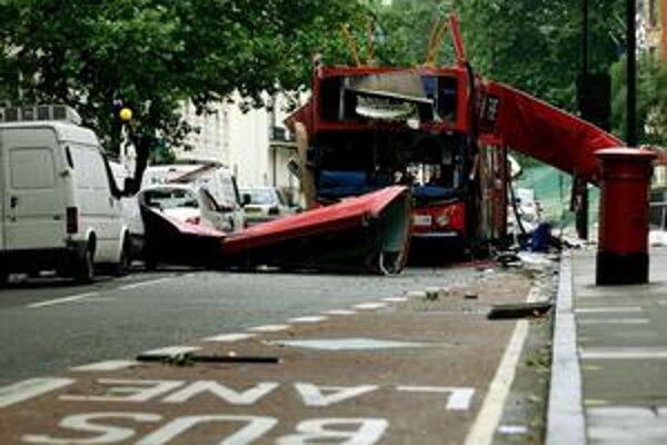Obrázky zničeného autobusu aj vlakovových súprav v londýnskom metre pred piatimi rokmi obleteli svet.