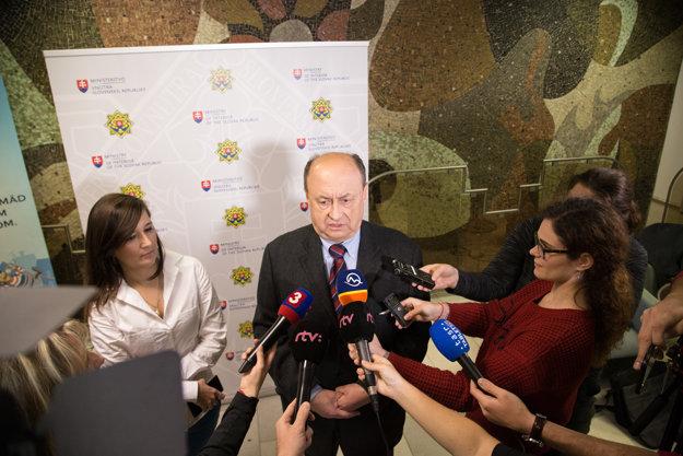Predseda štátnej volebnej komisie Eduard Bárány.