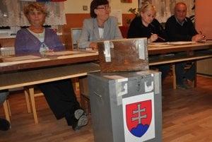 V Oravskej Porube nafasované papierové urny nepoužívajú. Majú svoje.