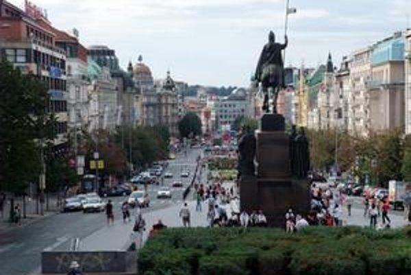 Václavské námestie v Prahe sa podľa zahraničných médií mení na drogový raj.