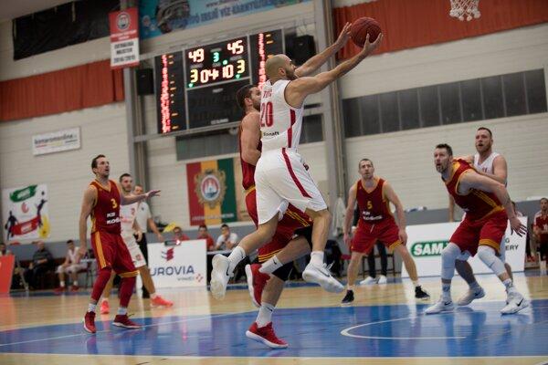 Boban Tomič zakončuje jednu zo svojich útočných akcií.