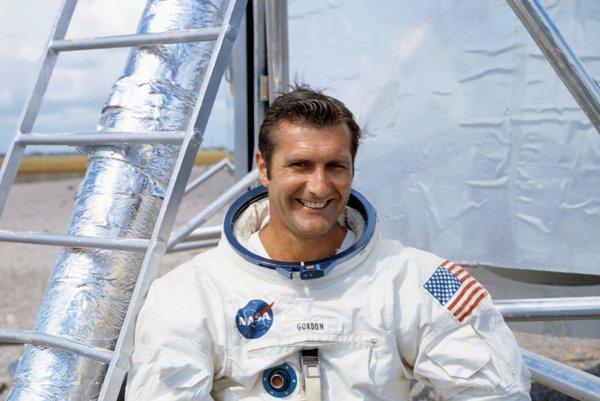 """Na nedatovanej snímke americký astronaut Richard """"Dick"""" Gordon. Vo veku 88 rokov zomrel v pondelok 6. novembra 2017 v štáte Kalifornia americký astronaut Richard """"Dick"""" Gordon. Gordon bol jedným z 24 pozemšťanov, ktorí absolvovali let na Mesiac."""
