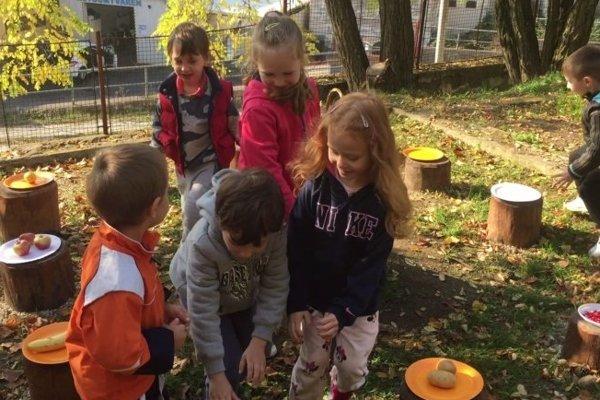 Prírodná záhrada. Deti sa tu niečo naučia, aj si oddýchnu.
