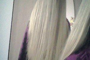 Takéto krásne dlhé vlasy mala pred strihaním.