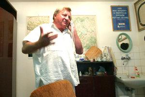 Zubár Vendelín Ťažandlák z Dolného Kubína obťažoval mladú pacientku. Zachytila ho skrytá kamera RTVS.