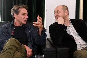 Na snímke zľava režisér Péter Telihay a riaditeľ Divadla Thália József Czajlik.