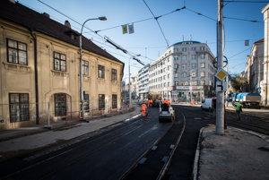 Rekonštrukcia električkovej trate na Špitálskej ulici sa chýli ku koncu.