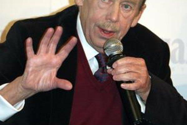 Sedemdesiatdvaročný Václav Havel sa musel opäť podrobiť operácii. Jeho stav včera označovali za vážny.