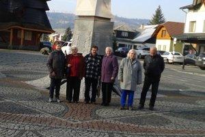 Seniori si vypočuli aj zvony pri promenáde svätých na orloji.