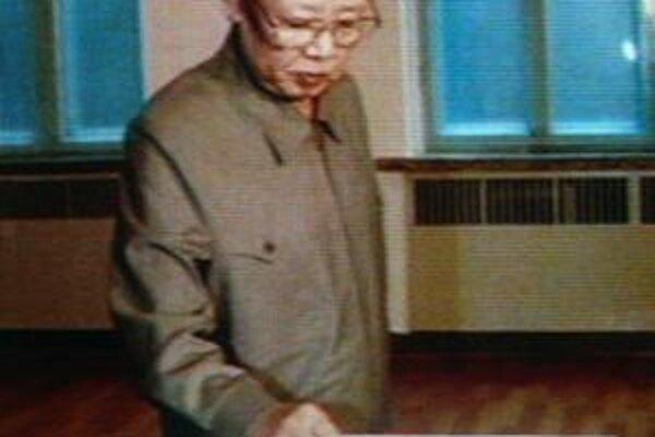 Kim Čong-il volí vo svojom okrsku číslo 333. Kórejčania považujú 333 za šťastné číslo.