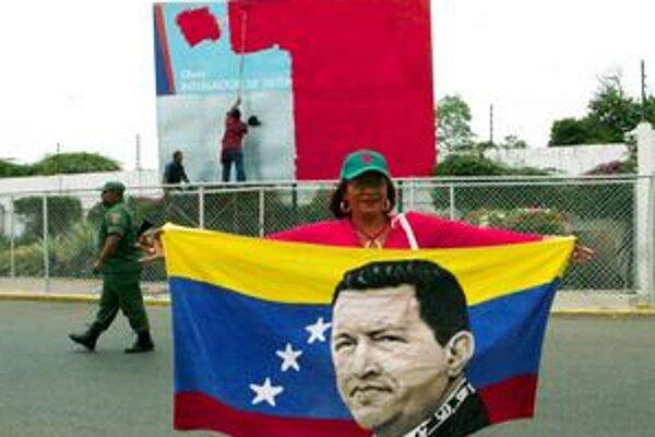 Chávezovi stúpenci pred jedným z obsadených prístavov.