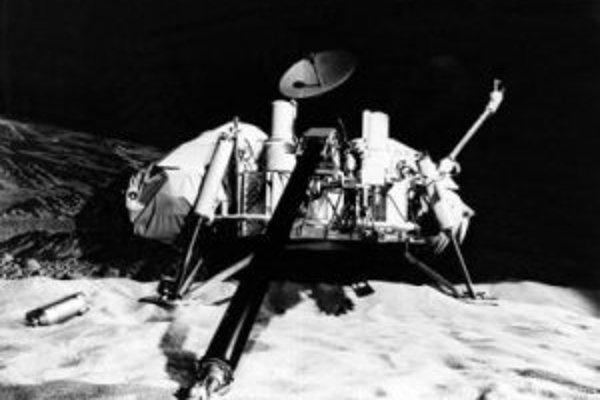 NASA Viking Lander v simulačnom laboratóriu stvárňujúcom Mars.