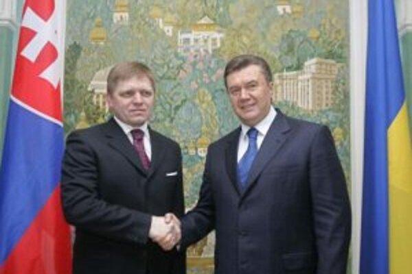 Predseda vlády SR Robert Fico a predseda ukrajinskej vlády Viktor Janukovyč.
