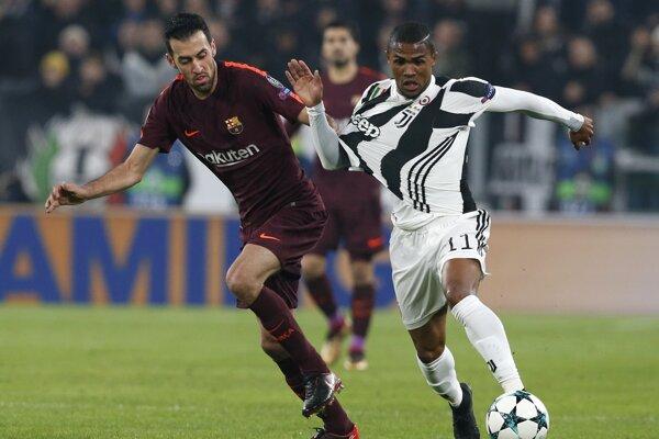 Douglas Costa (vpravo) v drese Juventusu Turín.