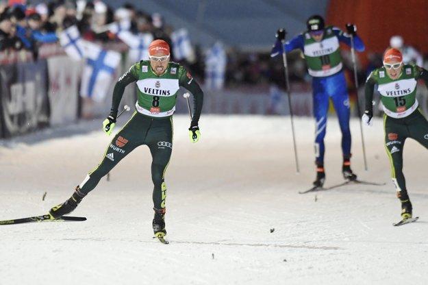Johannes Rydzek (vľavo) porazil vo finiši svojho krajana Erica Frenzela.