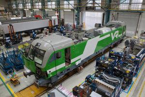 Na snímke výroba lokomotív pre Fínske železnice VR, ktoré si vlani objednali 80 kusov. Výrobný závod Siemensu na snímke sa nachádza v nemeckom meste Allach.