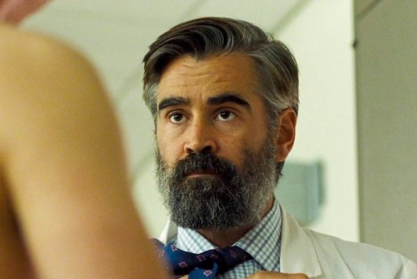 Colin Farrell ako lekár vo filme Zabitie posvätného jeleňa.