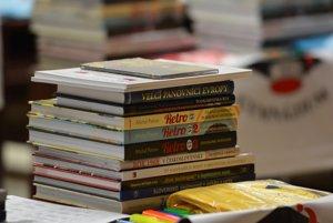 Každý z finalistov súťaže si domov odnáša ceny – čítanie na celý rok.