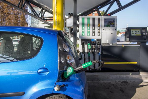 Cena benzínu môže ešte do konca roka narásť.