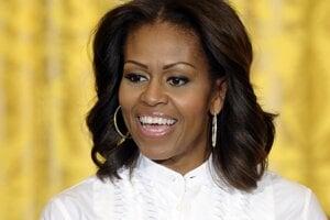 """Michelle Obama. V autobiografickej knihe Môj príbeh, ktorá sa stala medzinárodným bestsellerom, odhalila bývalá prvá dáma okrem iného aj skutočnosť, že obe jej dcéry prišli na svet vďaka umelému oplodneniu. Tie absolvovala, pretože predtým prekonala potraty. """"Cítila som sa, akoby som zlyhala. Nevedela som, aké bežné potraty sú, pretože o nich nehovoríme,"""" uviedla Obama počas rozhovoru v Good Morning America."""