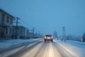 Zasnežená cesta v Belej nad Cirochou.