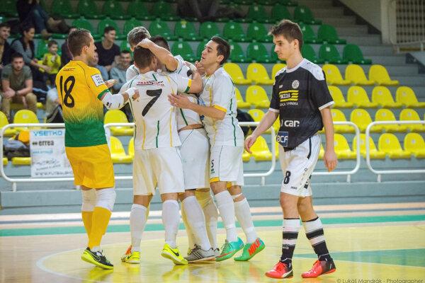 Futsalisti Levíc sa doma dočkali druhého víťazstva, keď vysoko porazili Bystricu.