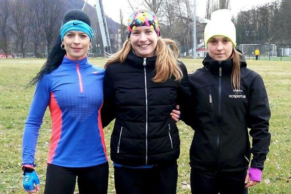 Lucia Vlčáková (vpravo) prehrala súboj o druhé miesto o 0,6 sekundy.