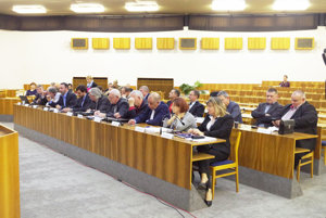 Poslanci rokovali o predaji majetku.