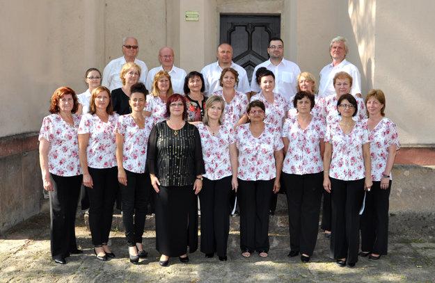 Spevácky zbor OZVENA