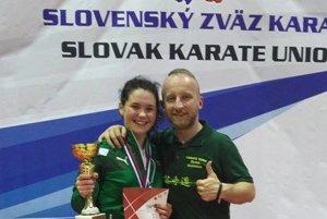 Sarah Hrnková so svojím trénerom Jánom Novosadom.