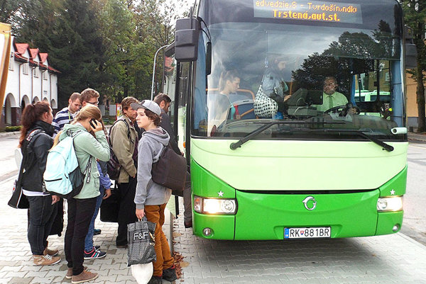 Autobusovú dopravu využívajú najčastejšie študenti apracujúci.