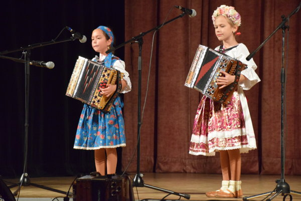 Zaspievali aj malé heligonkárky.