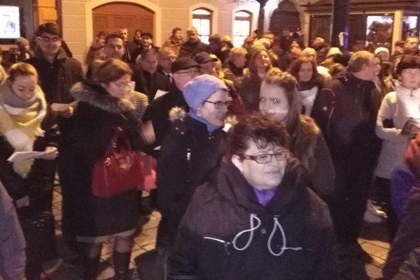Atmosféra počas spievania kolied v Prešove.