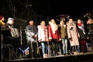 Spievanie kolied v Humennom.