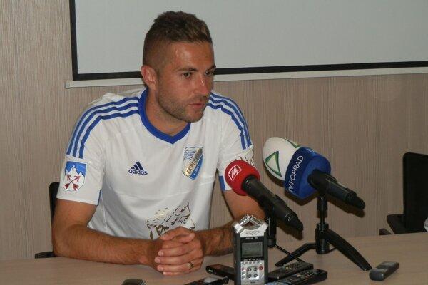 Hrajúci kormidelník popradského tímu abývalý reprezentant Stanislav Šesták.