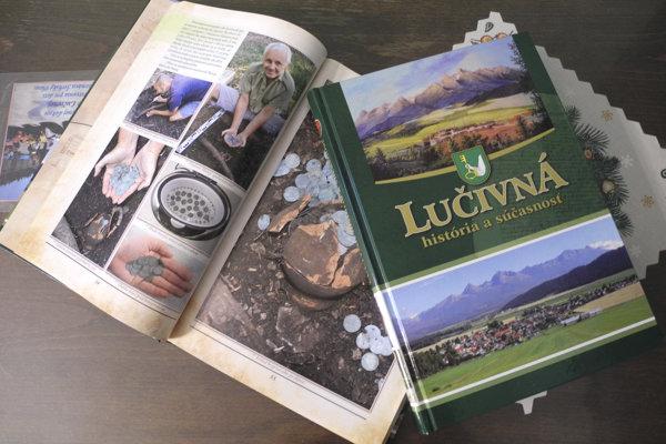 Na snímke monografia o obci Lučivná, ktorú museli dvakrát prerábať.