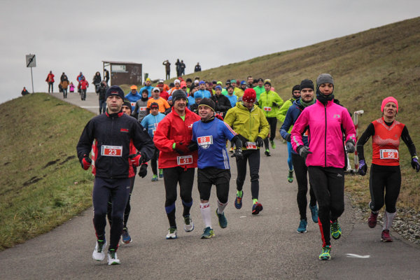 Na štart 16. ročníka Vianočného behu sa postavilo takmer osemsto bežcov
