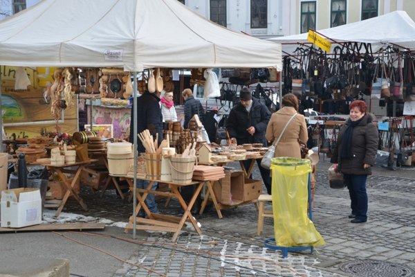 Vianočné trhy v Rožňave. Dávajú priestor miestnym predajcom.