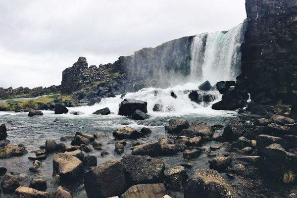 Divoký Island: cesta ostrovom ľadu a ohňa