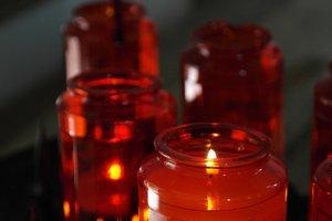 Vo Fínsku na Vianoce zapaľujú sviečky zosnulým.