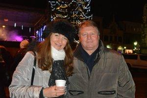 Manželia Gregovci. Vianočné dni strávia s rodinou a priateľmi.