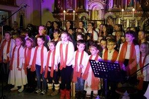 Školáci na vianočnom koncerte hviezdili.