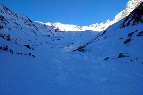 Terén v horách je zľadovatený.