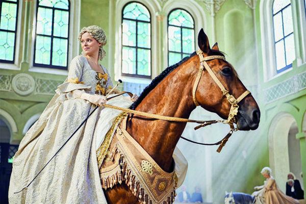 Marie-Luise Stockinger ako Mária Terézia.